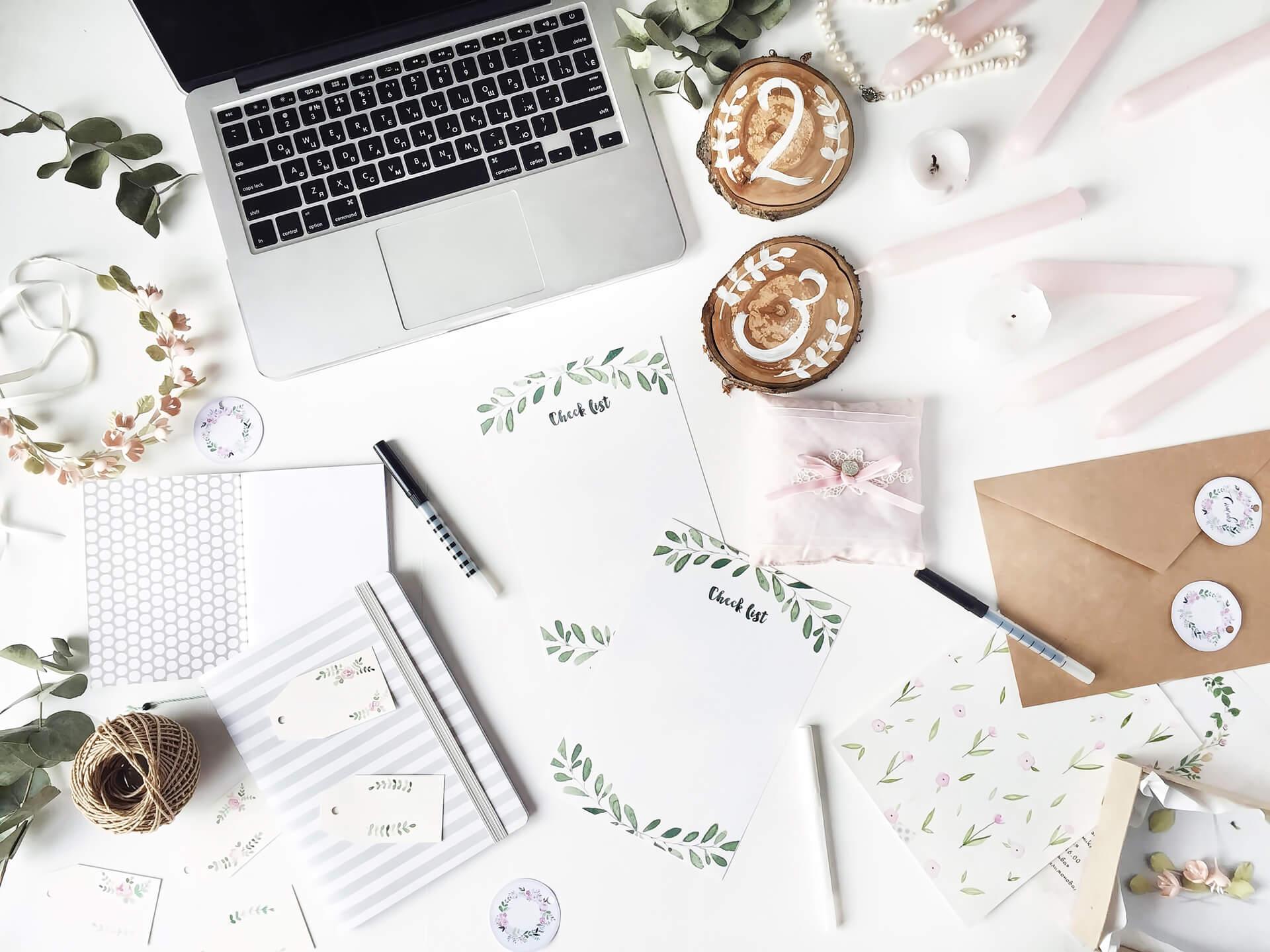 Invitațiile de nuntă – de ce sunt încă relevante și cum să le folosești